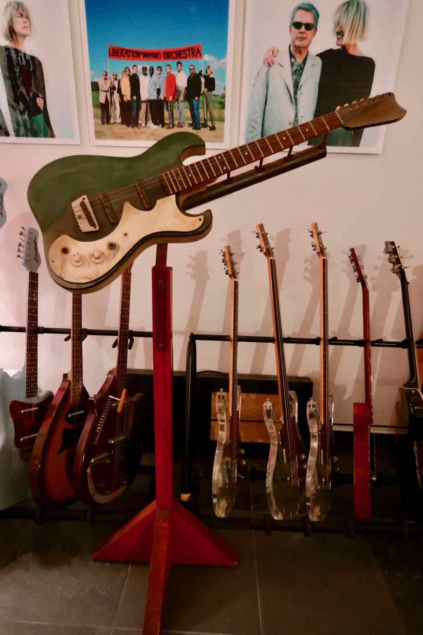 danelectro silvertone r d neck jig guitar with stand 1962 built by vincent bell tune. Black Bedroom Furniture Sets. Home Design Ideas