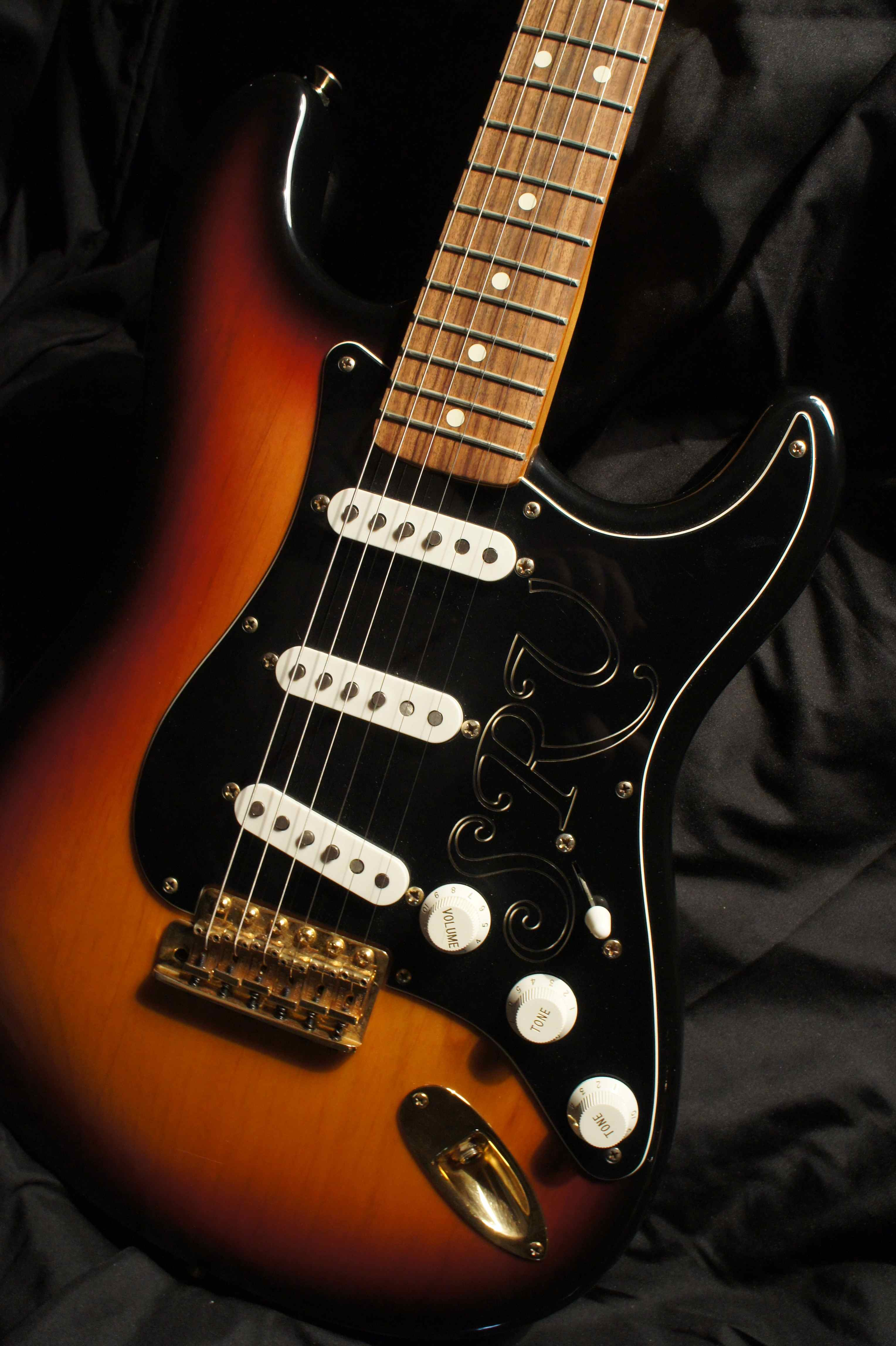 fender stevie ray vaughan signature stratocaster 1996 tune your sound. Black Bedroom Furniture Sets. Home Design Ideas